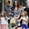 Brooke Shields, una llamativa mamá convertida en la mejor compañera de juegos de sus dos hijas