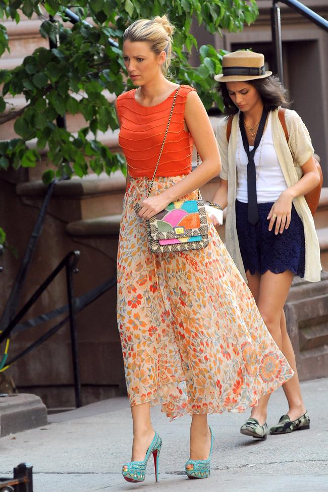 http://www.hola.com/imagenes/cine/2012071859821/blake-lively-rodaje-gossip-girl/0-210-641/Blake-Lively5--a.jpg