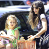 La hija de Mel Gibson, una preciosa 'princesita' de tres años, de compras con su mamá