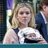 Sienna Miller reaparece en la alfombra roja después de 'presentarnos' a su hija Marlowe