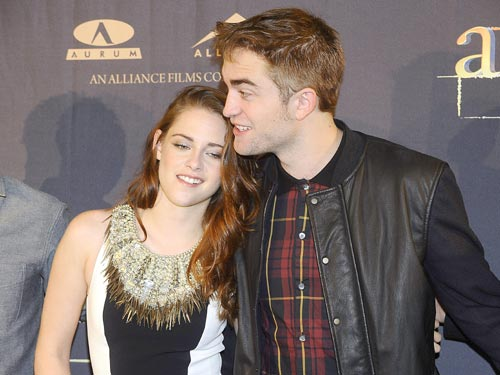 When did bella and edward start dating in real life.