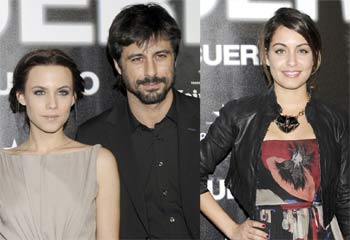 Hugo Silva, entre su amante en la ficción, Aura Garrido, y su chica en la vida real, Hiba Abouk