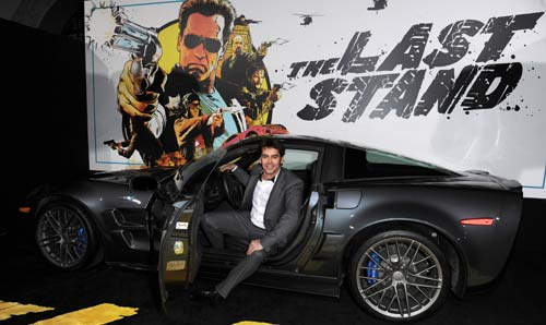 Eduardo Noriega desafía a Schwarzenegger en el estreno de su última superproducción hollywoodiense