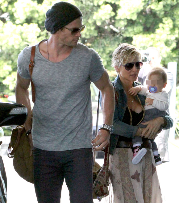 Elsa Pataky y Chris Hemsworth pasean con la pequeña India