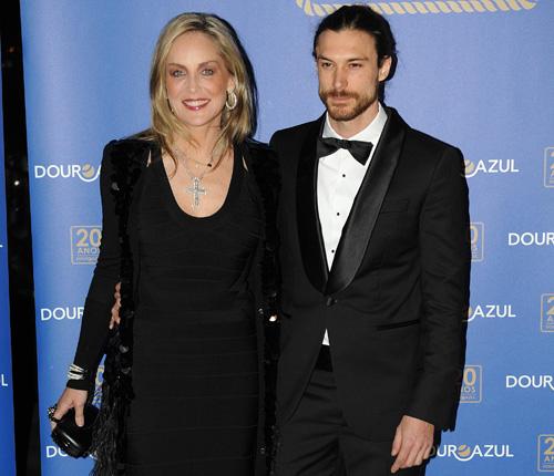 Andie MacDowell y su esposo