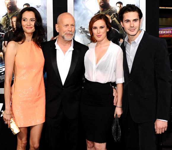 Bruce Willis es feliz al lado de todas sus 'chicas' y su ...
