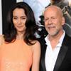 Bruce Willis es feliz al lado de todas sus 'chicas' y su nuevo 'yerno'