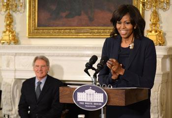 Michelle Obama 'flipa en colores' al conocer a Harrison Ford