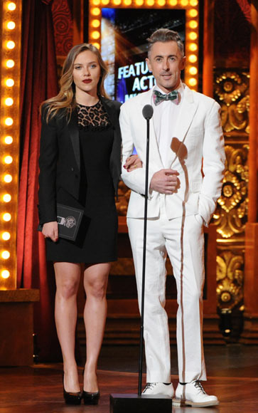Sienna Miller y Scarlett Johansson, las más bellas de la gran fiesta de Broadway