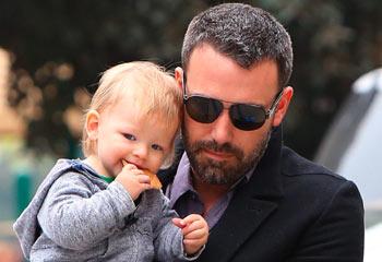 Ben Affleck y Jennifer Garner bautizan a su hijo Samuel y celebran su aniversario