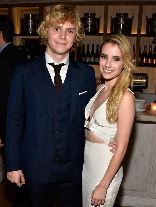 Emma Roberts y Evan Pe...