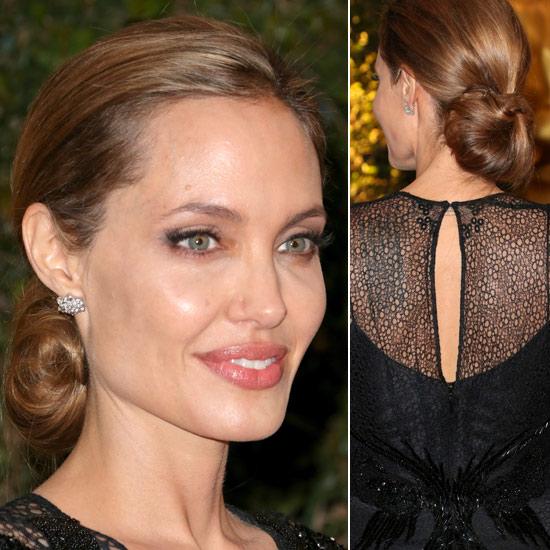 Angelina Jolie recibe el Oscar honorífico arropada por Brad Pitt y su hijo Maddox