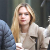 Stella del Carmen cae en la tentación y visita a su hermana Dakota Johnson en el set de rodaje de 'Cincuenta sombras de Grey'