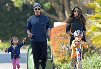 Matthew McConaughey disfruta del deporte en familia a una semana de los Oscar