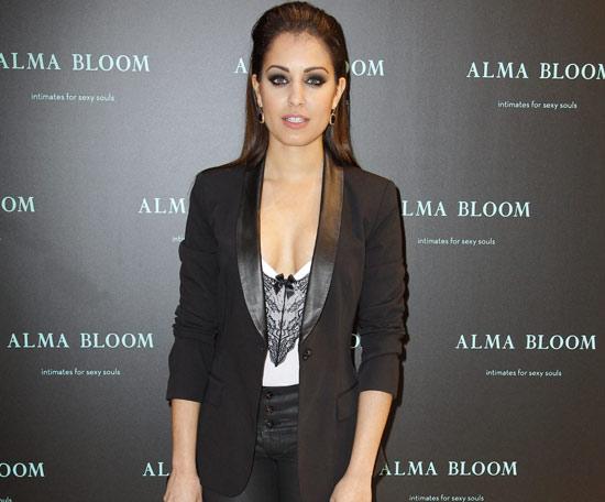 Hiba Abouk desmiente que haya pasado recientemente por el quirófano