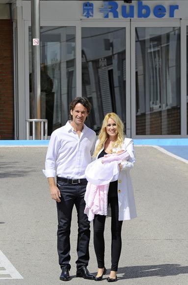 Una emocionada Carolina Cerezuela nos presenta a su hija recién nacida, Daniela