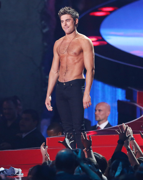 Lo mejor de los MTV Movie Awards: Zac Efron sin camiseta y Mila Kunis con look premamá