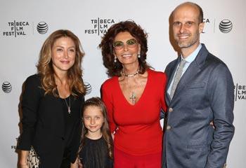 Sofia Loren, con su hijo y su nieta, tres generaciones comparten su pasión por el cine en Tribeca