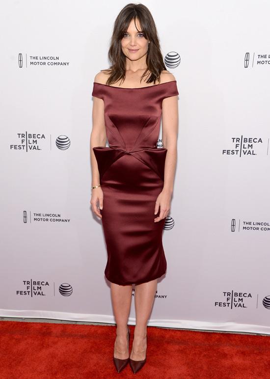 Nuevo 'look', nueva película... Katie Holmes estrena sonrisa