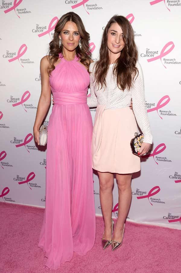Elizabeth Hurley se viste de rosa para luchar contra el cáncer de mama