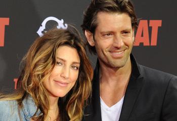La exmujer de Bradley Cooper se compromete con el ex de Kate Winslet