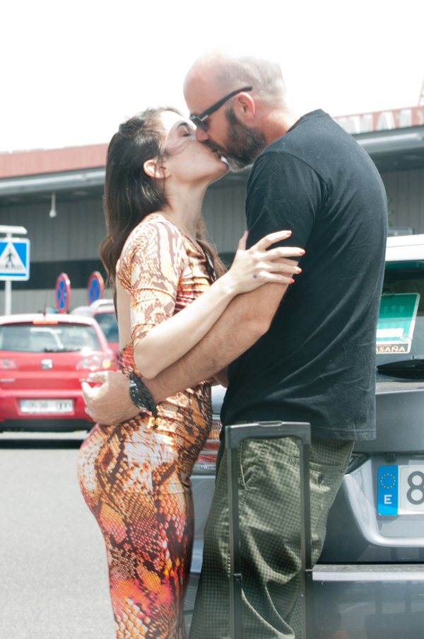 Adriana Ugarte, besos y sonrisas con su nuevo amor