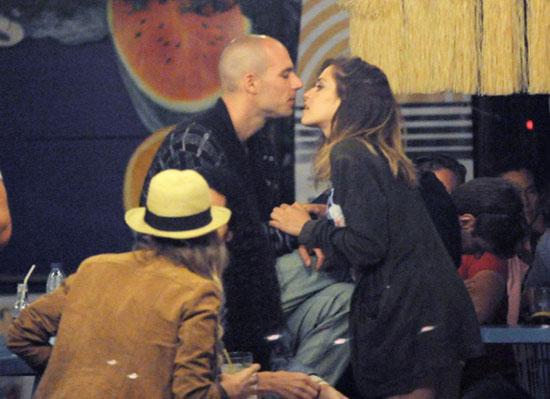 María León, pura pasión junto a su novio, Juan Molina