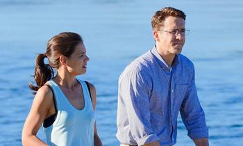Katie Holmes divide su tiempo entre Suri Cruise, Ryan Reynolds y ¿Alexander Skarsgard?