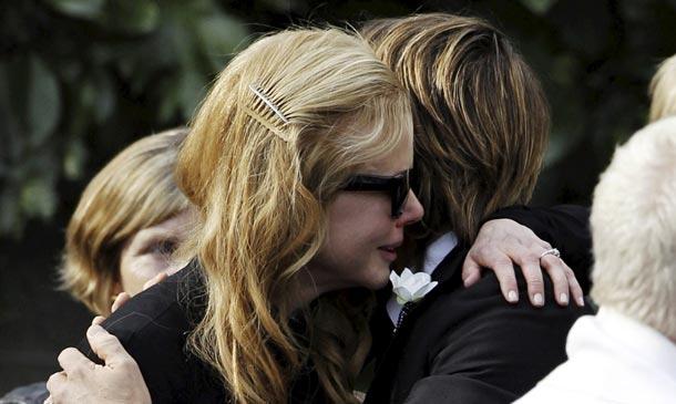 Nicole Kidman, inconsolable en el funeral de su padre
