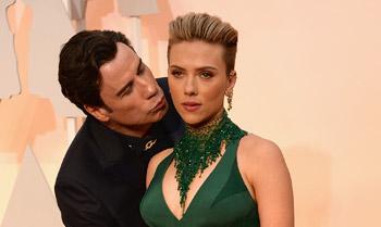 Scarlett Johansson habla de su 'embarazoso' momento con John Travolta en los Oscar