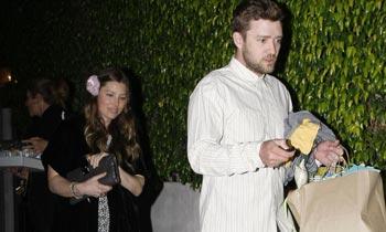 Jessica Biel presume de su avanzado embarazo en su fiesta de cumpleaños