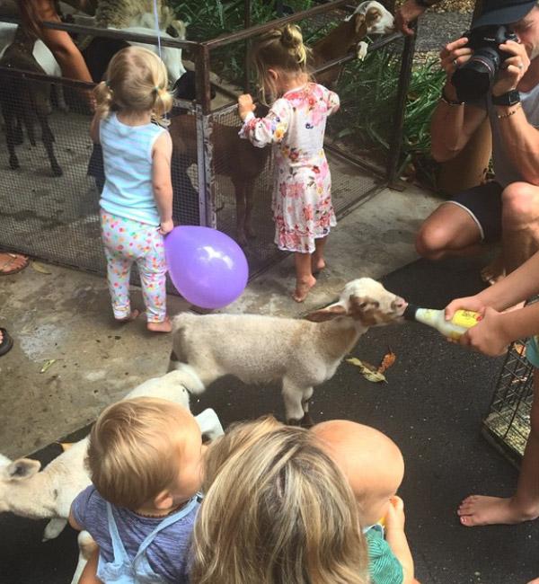 El cumpleaños más 'chic' y 'healthy' de los mellizos de Elsa Pataky, ¡con zoo incluido!