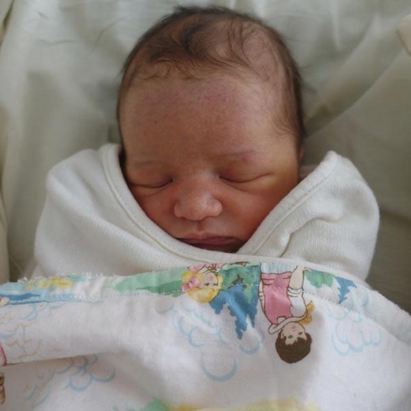 Milla Jovovich da a luz a su segunda hija, una niña llamada Dashiel