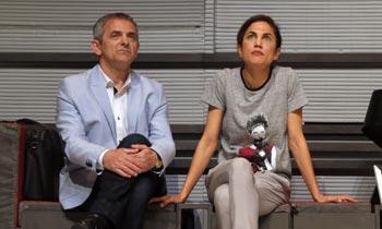 Toni Acosta continúa con su rutina en el teatro, evitando hablar de su separación