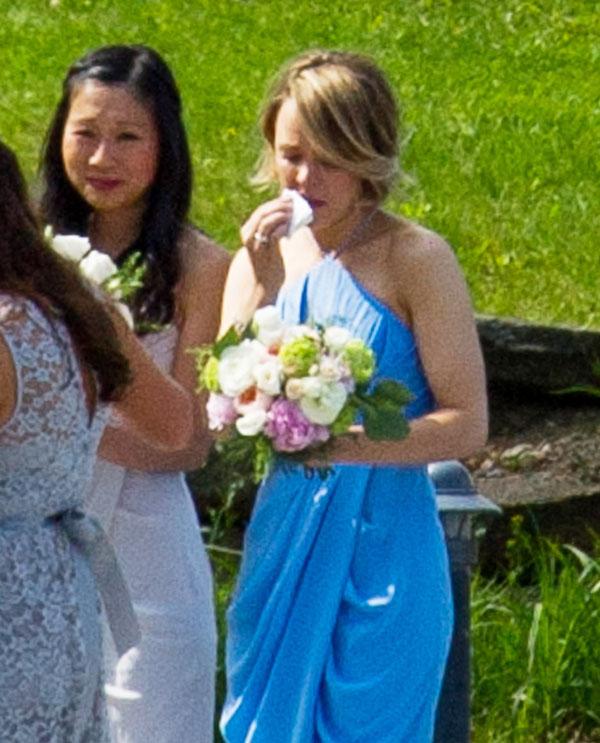 Rachel McAdams rompe a llorar en la boda de su hermana pequeña