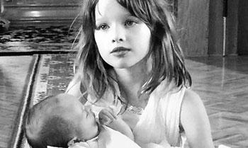 Las entrañables imágenes del bautizo de la hija de Milla Jovovich