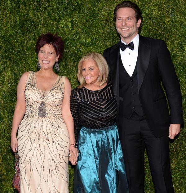 ¿Dónde estaba Irina Shayk? Bradley Cooper se lleva a su madre y hermana de fiesta