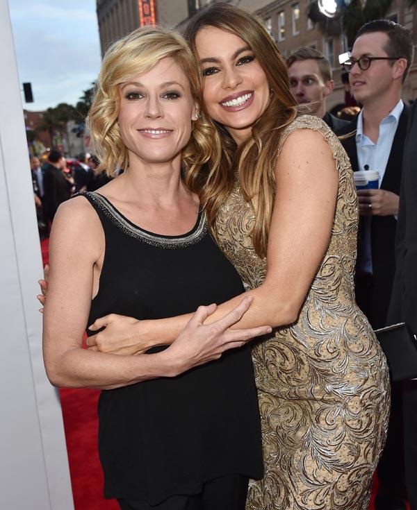 Julie Bowen, sobre Joe Manganiello, el prometido de su compañera Sofía Vergara en 'Modern Family': 'La adora'