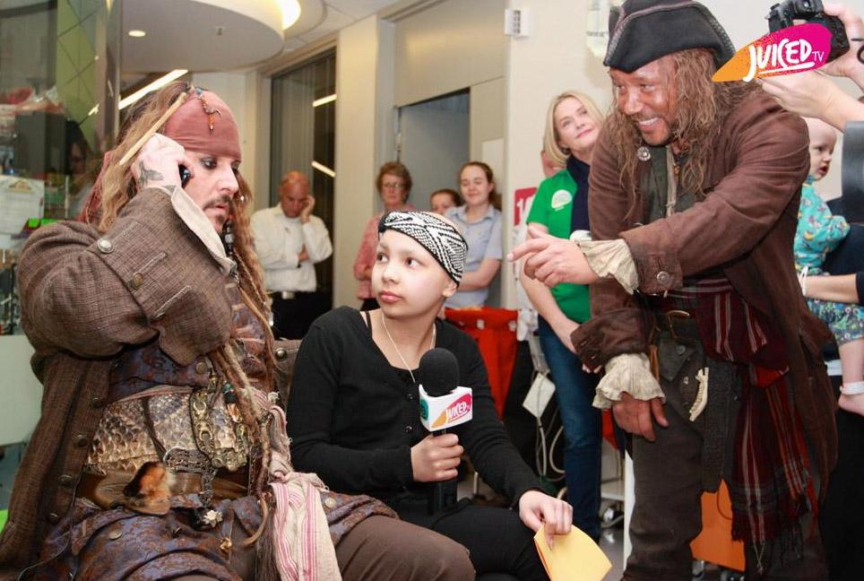 Aquí puedes ver como Johnny Depp demuestra que los piratas también pueden ser tiernos