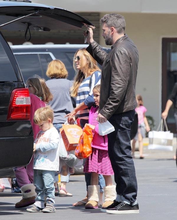 El lío de Ben Affleck con su niñera... él dice que no, ella, que está enamorada
