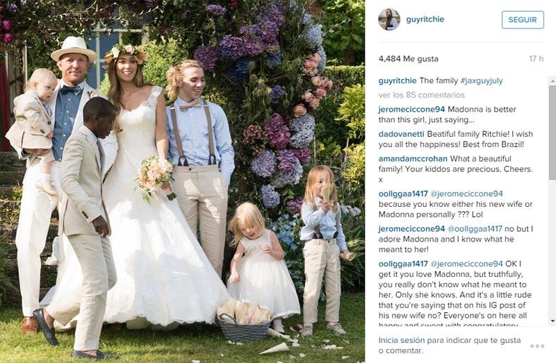 Guy Ritchie abre el álbum personal de su boda de tres días con Jacqui Ainsley