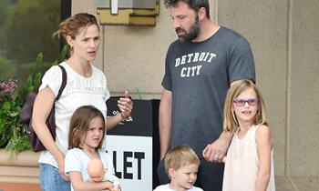 Un mes después de su separación... el tenso reencuentro de Ben Affleck y Jennifer Garner