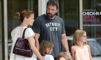 Ben Affleck y Jennifer Garner aparcan las tensiones para celebrar en familia el cumpleaños del actor