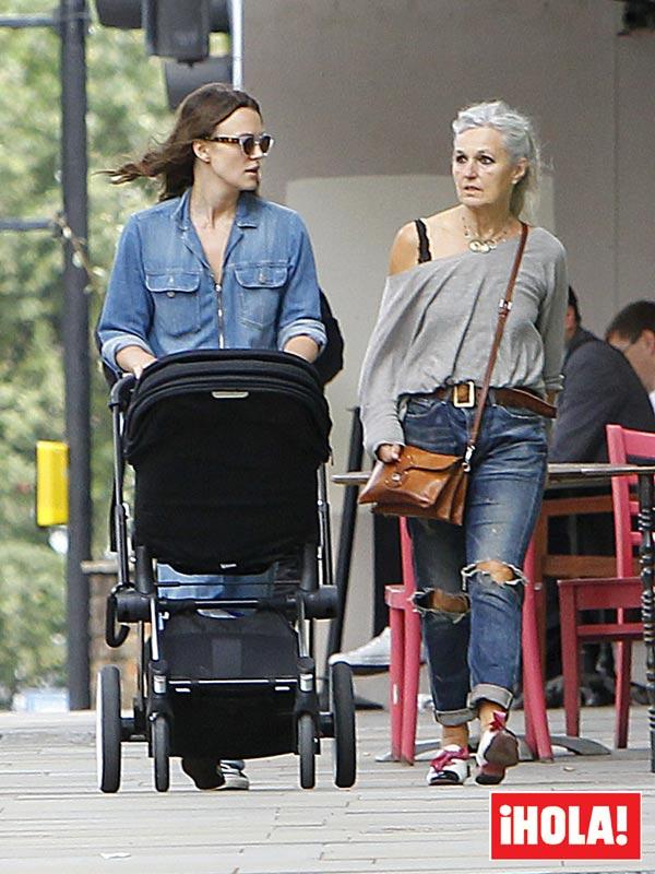 La hija de Keira Knightley, compañera de compras de su madre a sus tres meses de edad