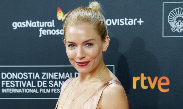 Sexy y sugerente: los 'looks' de Sienna Miller en San Sebastián