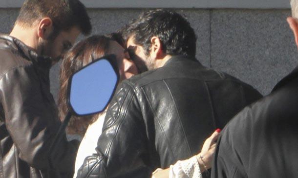 Miguel Ángel Muñoz, cita con una amiga, mientras Manuela Vellés se deja ver con Álex García