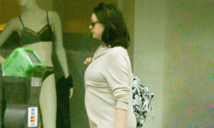 A Anne Hathaway ya se le nota el embarazo