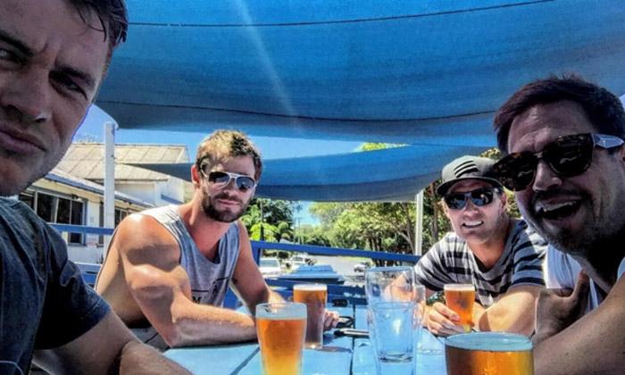 ¡Hey Chris Hemsworth! ¿Tú levantas pesas, además de suspiros?