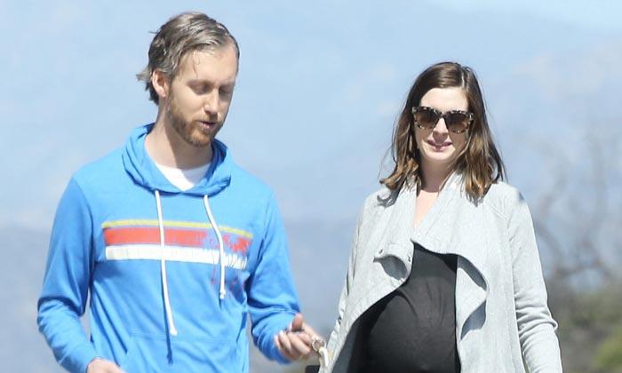 Anne Hathaway, muy en forma a punto de ser mamá