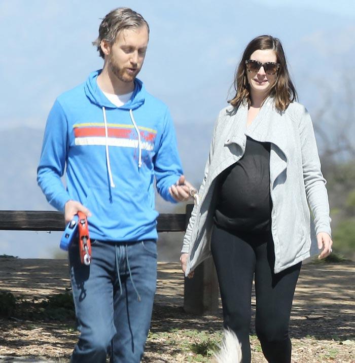 Anne Hathaway Hijo: Anne Hathaway, Muy En Forma A Punto De Ser Mamá